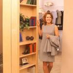 Folding bookshelves conceal passage