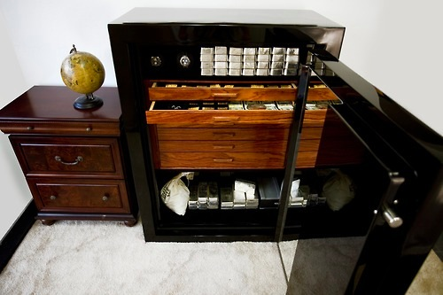 Luxury safe with silver and cash stash stashvault for Luxury home safes