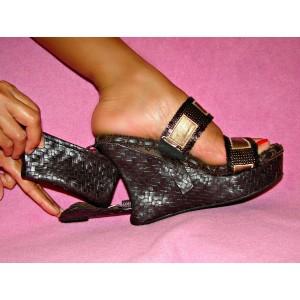 Women's platform shoe with hidden compartment