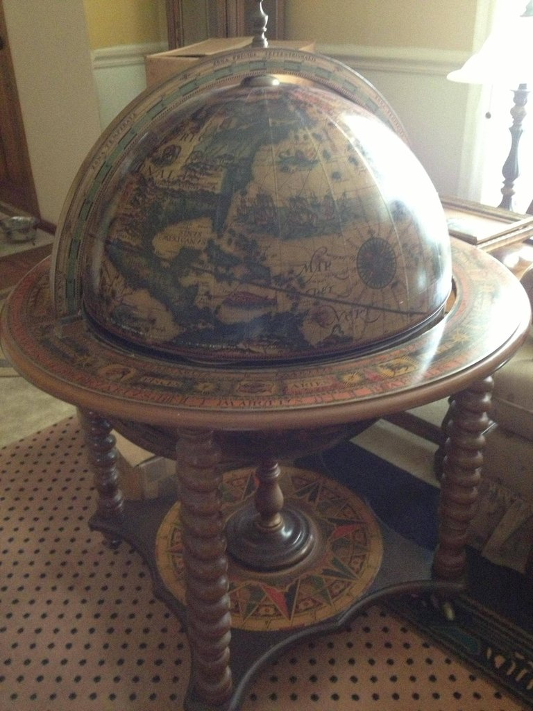 antique globe with mini bar stashvault. Black Bedroom Furniture Sets. Home Design Ideas